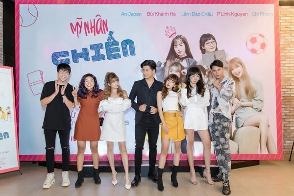 Chàng thị vệ của Chi Pu vướng tình tay 5 với 4 cô gái xinh đẹp-1
