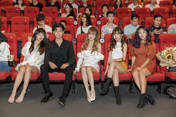Chàng thị vệ của Chi Pu vướng tình tay 5 với 4 cô gái xinh đẹp-2