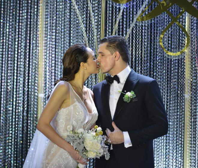 Siêu mẫu Phương Mai bất ngờ lộ vòng 2 lùm lùm như có bầu 4, 5 tháng trong đám cưới-1