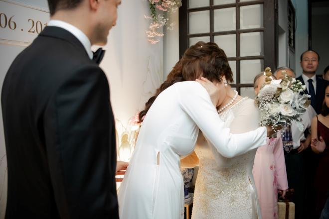 Siêu mẫu Phương Mai bất ngờ lộ vòng 2 lùm lùm như có bầu 4, 5 tháng trong đám cưới-8