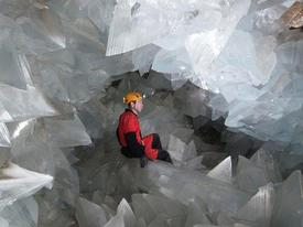 Hang động tinh thể pha lê lớn nhất châu Âu