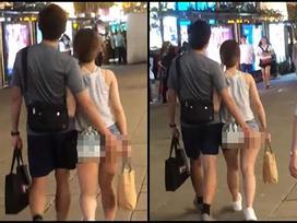 Cô gái gây sốc khi mặc quần hở nửa vòng 3 nhưng choáng hơn là hình ảnh người yêu biến thái vô tư động chạm vùng nhạy cảm