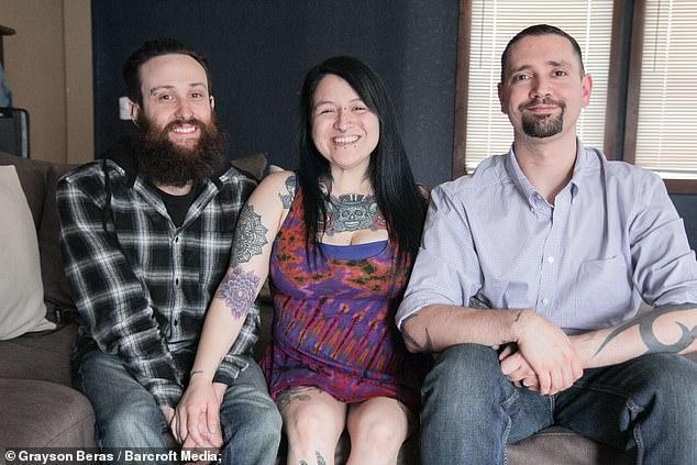 Lạ kỳ: Yêu cả 2 người đàn ông, cô vợ được chồng chấp nhận cho nhân tình đến ở cùng-1