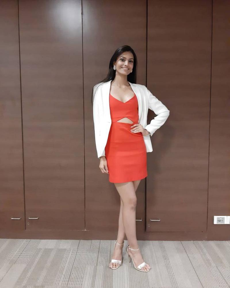 Chiêm ngưỡng nhan sắc quyến rũ của tân Hoa hậu Ấn Độ 2019-11