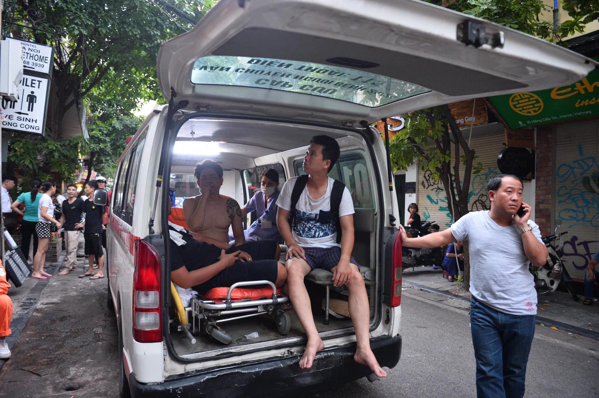 Cháy khách sạn trên phố cổ Hà Nội lúc sáng sớm, nhiều người chỉ kịp choàng khăn tắm hốt hoảng tháo chạy-10