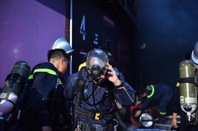 Cháy khách sạn trên phố cổ Hà Nội lúc sáng sớm, nhiều người chỉ kịp choàng khăn tắm hốt hoảng tháo chạy-3