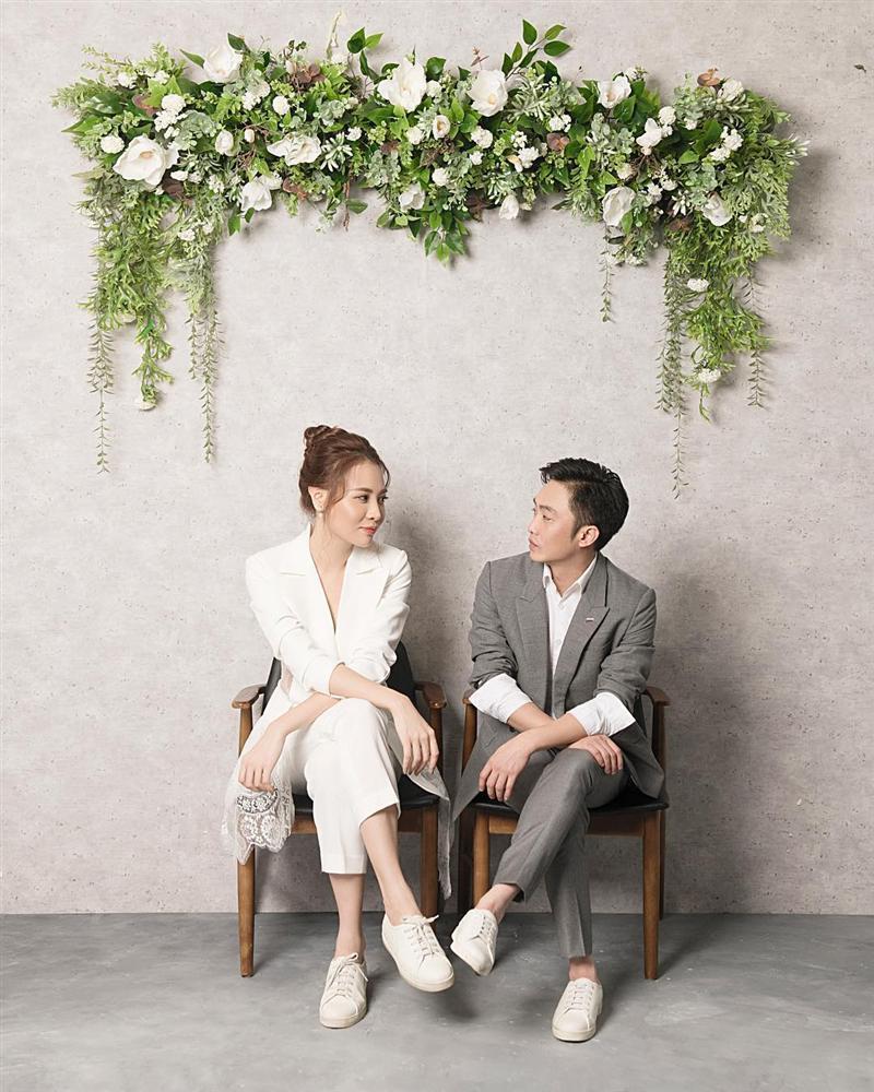 Chẳng kém Hà Hồ - Kim Lý, Đàm Thu Trang - Cường Đô La cũng tích cực diện đồ đôi, tinh tế chọn phụ kiện để không quá chênh lệch chiều cao-7