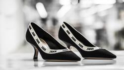 Hóa ra đây là cách mà thợ thủ công làm ra một đôi giày J'Adior hơn 1000 USD