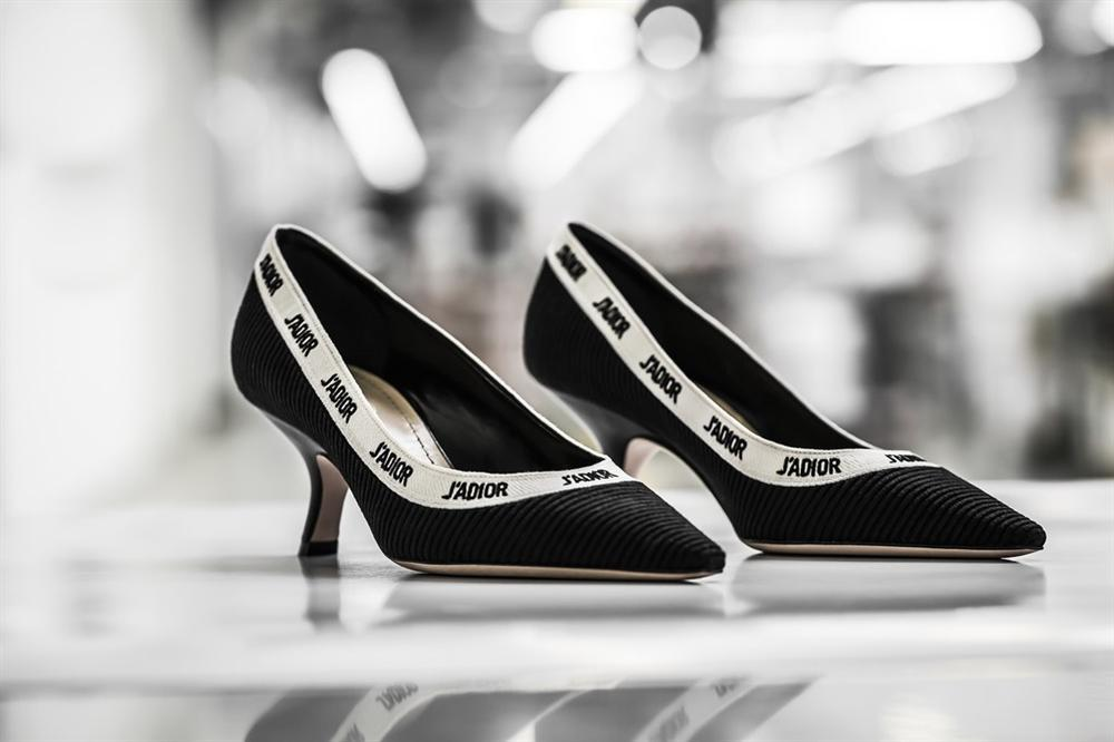 Hóa ra đây là cách mà thợ thủ công làm ra một đôi giày JAdior hơn 1000 USD-3
