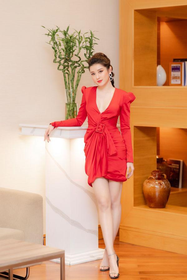 SAO MẶC XẤU: Phượng Chanel dát hàng hiệu mà bị ví như bà nội trợ - Yaya Trương Nhi sến sẩm lộ bụng mỡ-3