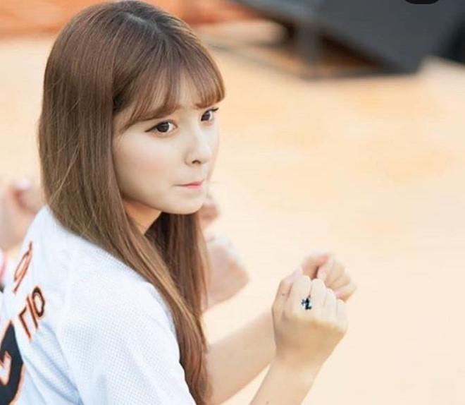 Dàn hoạt náo viên xinh đẹp không kém Idol của CLB bóng chày Hàn Quốc-5