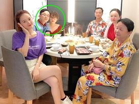 Chỉ một bức ảnh check-in cùng gia đình, Midu vô tình để lộ em dâu tương lai cực xinh đẹp