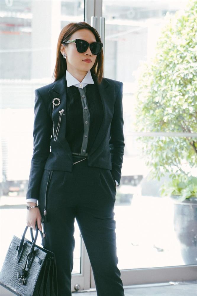 Mặc váy thì thường xuyên lọt top sao xấu, chứ cứ diện vest là Mỹ Tâm đẹp chấp cả dàn mỹ nhân Việt-4
