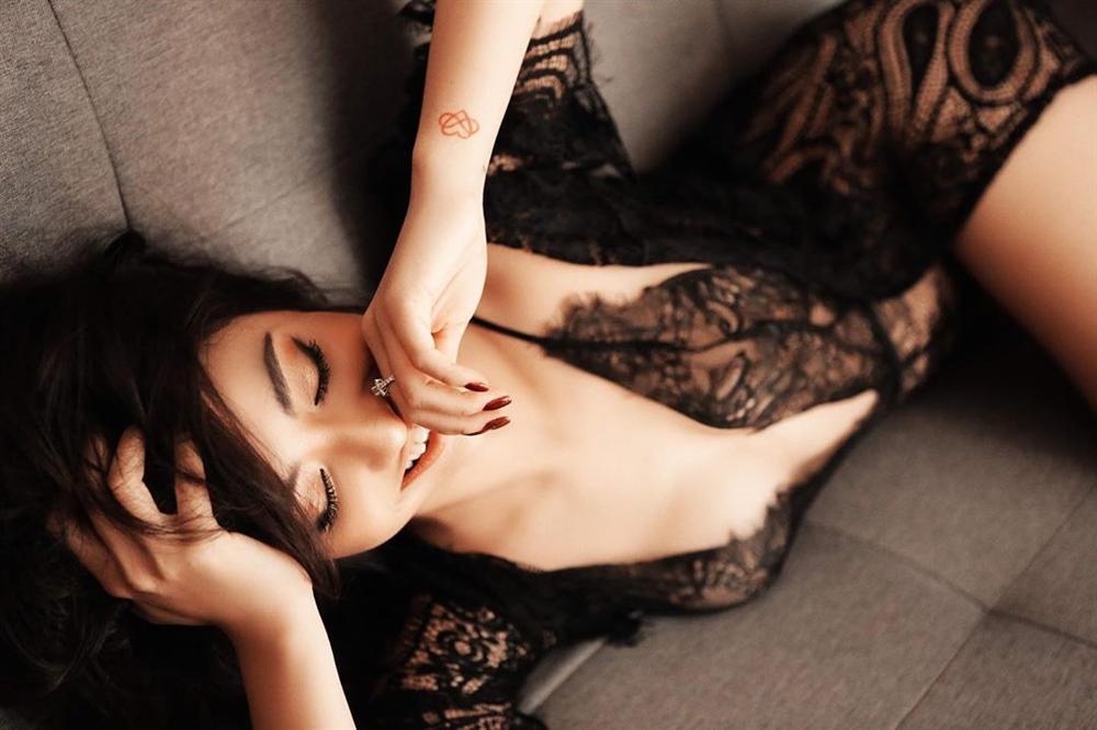 Hồng Quế diện nội y ren táo bạo uốn éo khoe đường cong sexy nghẹt thở-1