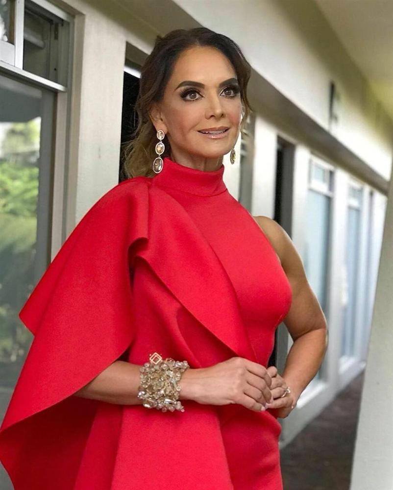 Bản tin Hoa hậu Hoàn vũ 17/6: Lần đầu để tóc tém mà mỹ nhân chuyển giới chất ngang ngửa HHen Niê-4