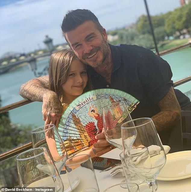 David Beckham vui vẻ du lịch cùng ba con, lơ con cả vì không nghe lời-2