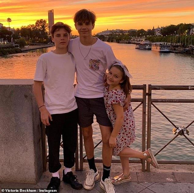 David Beckham vui vẻ du lịch cùng ba con, lơ con cả vì không nghe lời-6