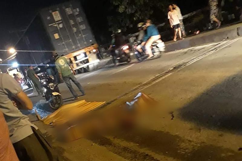 TP. HCM: Xe tải cán chết bé gái 6 tuổi rồi bỏ chạy, cha mẹ ôm con khóc nghẹn tại hiện trường-1
