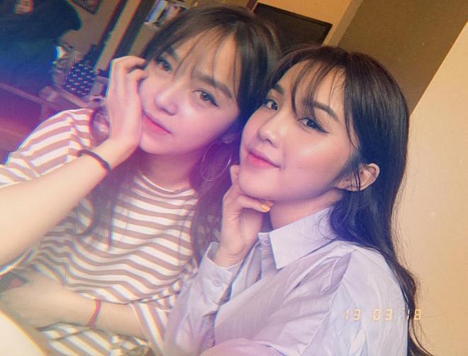 Những cặp hotgirl ngỡ chị em song sinh vì quá giống nhau-6