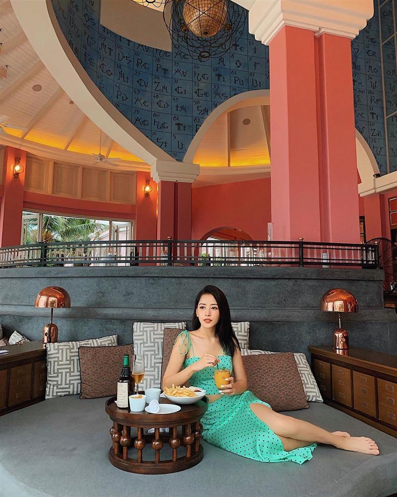 Người tình tin đồn của Trịnh Thăng Bình khoe dáng bằng bikini còn Min lại khiến fan xịt máu mũi khi hở bạo với đồ lót-2
