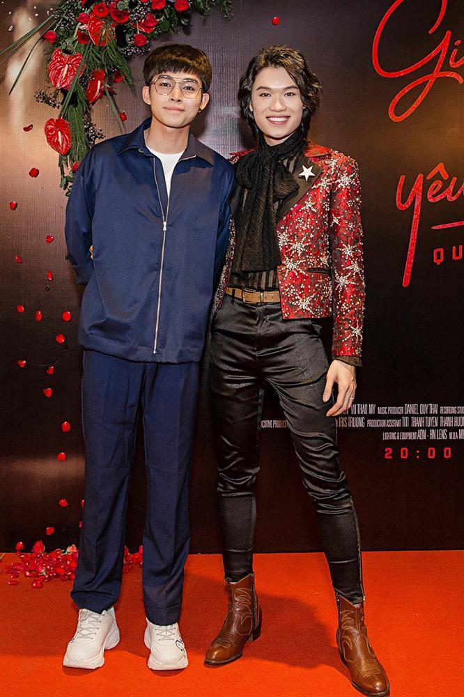 Phương Uyên khóc nức nở khi chứng kiến danh hài Quang Trung debut làm ca sĩ-10