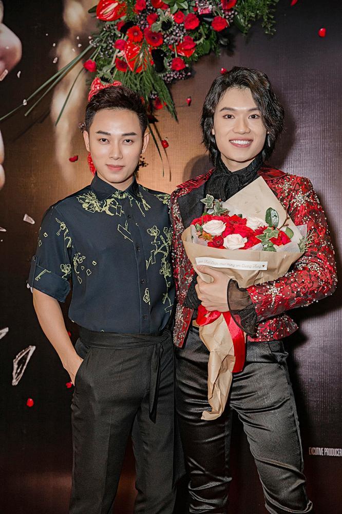 Phương Uyên khóc nức nở khi chứng kiến danh hài Quang Trung debut làm ca sĩ-12