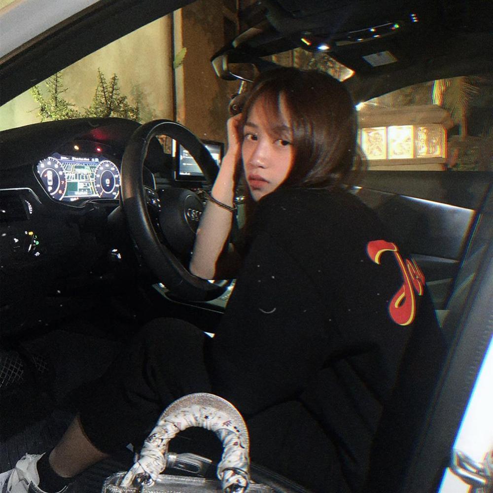 Cuộc sống sang chảnh chuẩn rich kids, hàng hiệu xe sang từ đầu đến chân tiểu thư 20 tuổi - ái nữ nhà đại gia Minh Nhựa-4