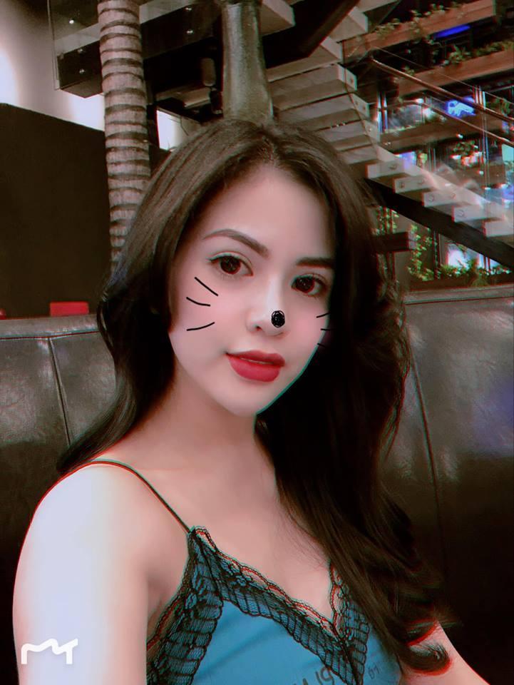 Bỏng mắt ngắm vợ hot girl vừa ly hôn Việt Anh sau 7 năm gắn bó-11