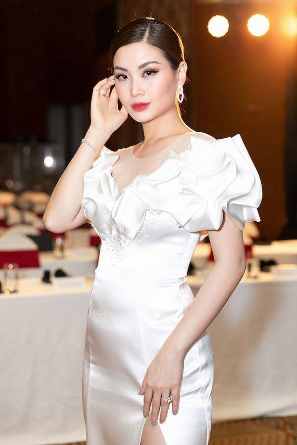 Á hậu Diễm Trang khiến fan tá hỏa khi lộ bắp tay to như lực sĩ-2