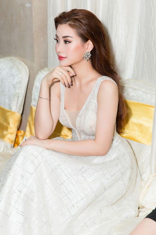 Á hậu Diễm Trang khiến fan tá hỏa khi lộ bắp tay to như lực sĩ-5