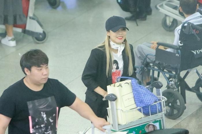 Hari Won đón báu vật Hàn Quốc Kim So Hyang đến Việt Nam-1