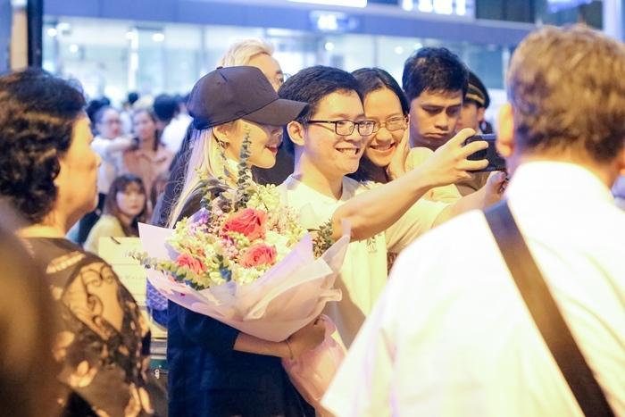 Hari Won đón báu vật Hàn Quốc Kim So Hyang đến Việt Nam-3