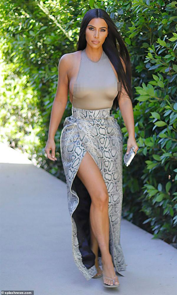 Cô Kim lại diện áo nhìn như khỏa thân, bị phàn nàn khoe cơ thể nhàm chán-4
