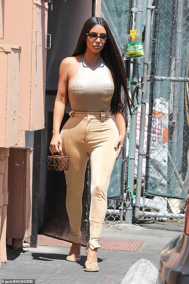 Cô Kim lại diện áo nhìn như khỏa thân, bị phàn nàn khoe cơ thể nhàm chán-5