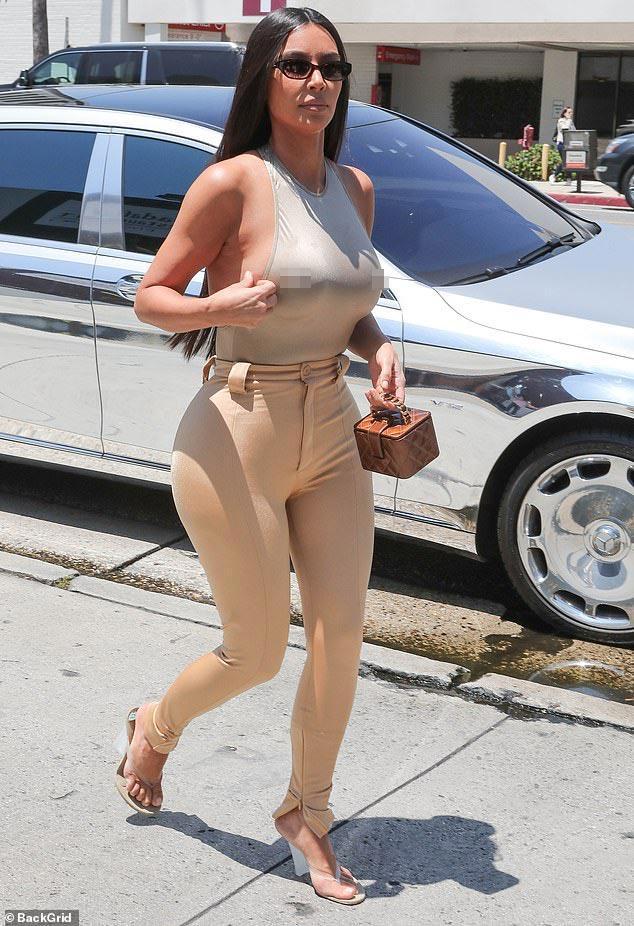 Cô Kim lại diện áo nhìn như khỏa thân, bị phàn nàn khoe cơ thể nhàm chán-7