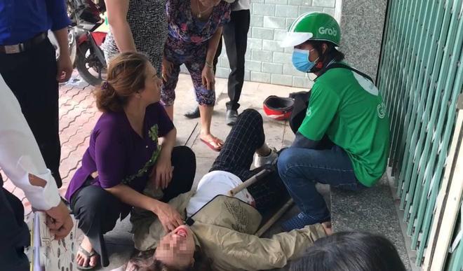 Chỉ vì một câu nói của thanh niên lạ, 2 nữ sinh ngã sấp mặt, nằm rên giữa đường-1