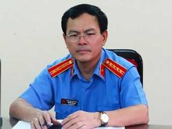 Gia đình bé gái nói Nguyễn Hữu Linh 'quý cháu nên ôm hôn'?