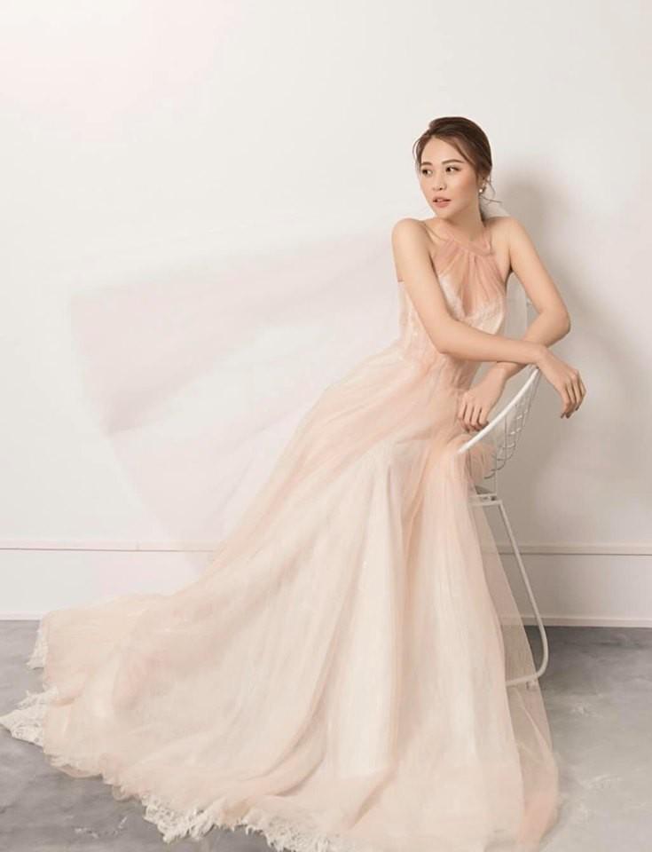 LẠ THAY: Mẫu váy cưới mới của Đàm Thu Trang khiến nhiều người liên tưởng đến Hồ Ngọc Hà làm cô dâu-1