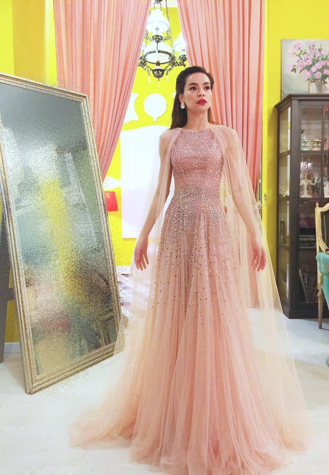 LẠ THAY: Mẫu váy cưới mới của Đàm Thu Trang khiến nhiều người liên tưởng đến Hồ Ngọc Hà làm cô dâu-4