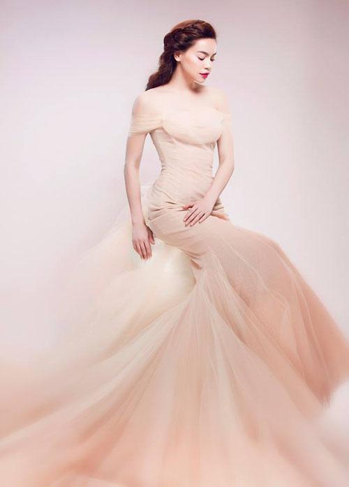 LẠ THAY: Mẫu váy cưới mới của Đàm Thu Trang khiến nhiều người liên tưởng đến Hồ Ngọc Hà làm cô dâu-2