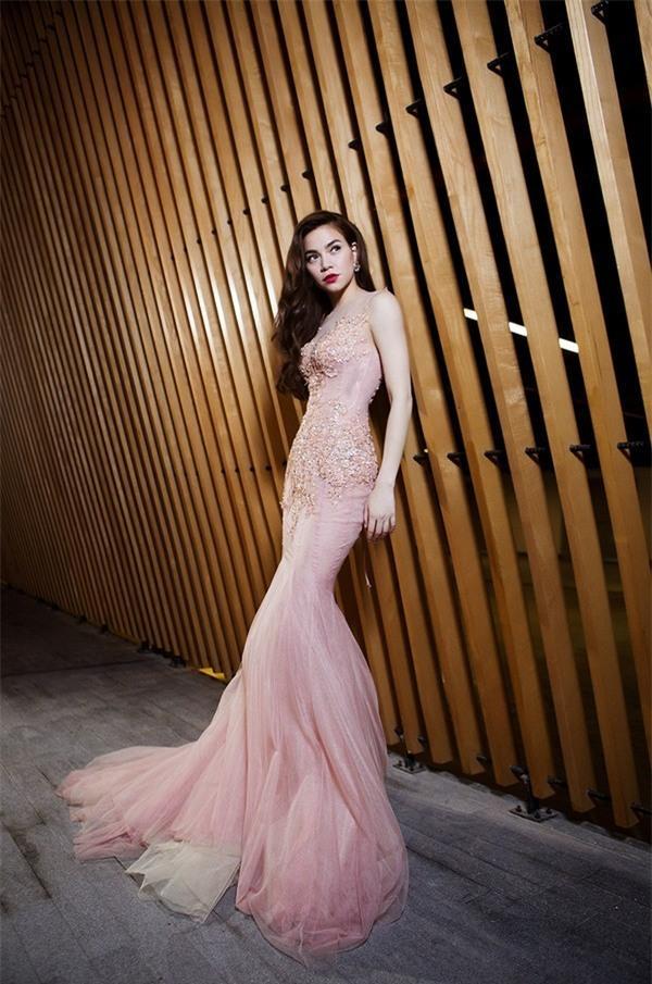 LẠ THAY: Mẫu váy cưới mới của Đàm Thu Trang khiến nhiều người liên tưởng đến Hồ Ngọc Hà làm cô dâu-7
