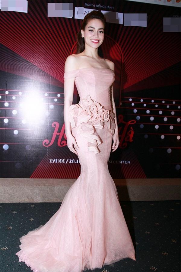 LẠ THAY: Mẫu váy cưới mới của Đàm Thu Trang khiến nhiều người liên tưởng đến Hồ Ngọc Hà làm cô dâu-8