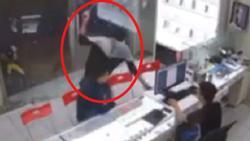 Clip: Kinh hoàng nhìn gã thanh niên bịt mặt lao vào chém chủ hàng điện thoại