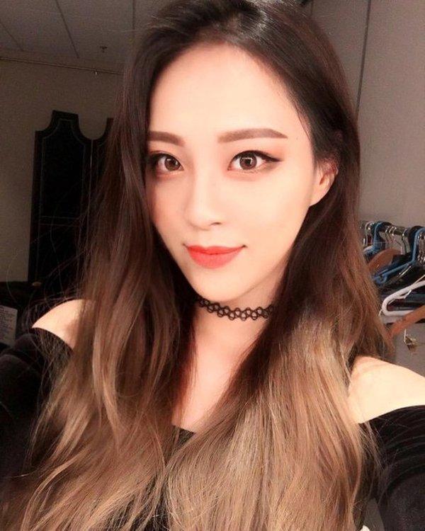 Nhan sắc vũ công phụ họa trong ca khúc solo debut của Somi gây sốt, lấn át cả nhân vật chính-4