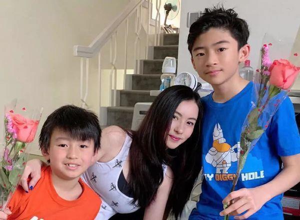 Hình ảnh hiếm hoi của con trai út Trương Bá Chi-2