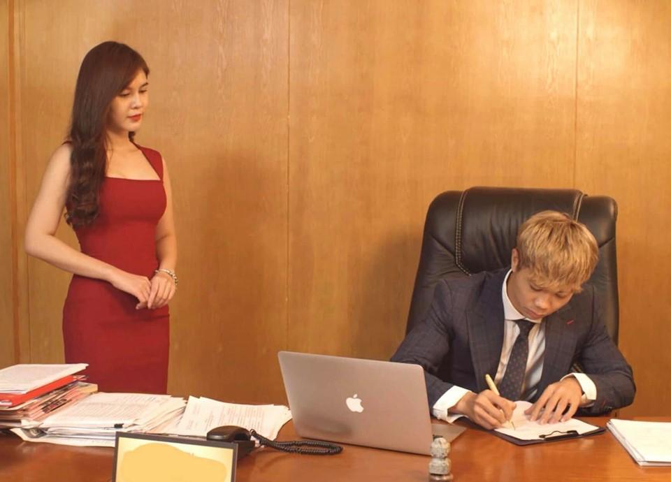 MXH dậy sóng trước loạt ảnh Công Phượng bỏ đá bóng trở thành doanh nhân thành đạt lại còn tuyển được thư kí cực đẹp-2