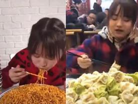 Cô gái ăn liền lúc 20 hộp mì, chục chiếc bánh khiến thiên hạ khiếp sợ