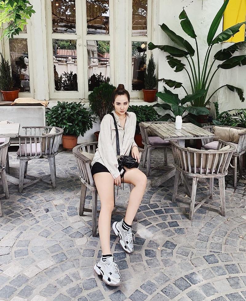 Diệu Nhi khoe thời trang sân bay như bà bầu đi đẻ - Mai Phương Thúy phô cặp giò trứ danh với váy ngắn cũn-10