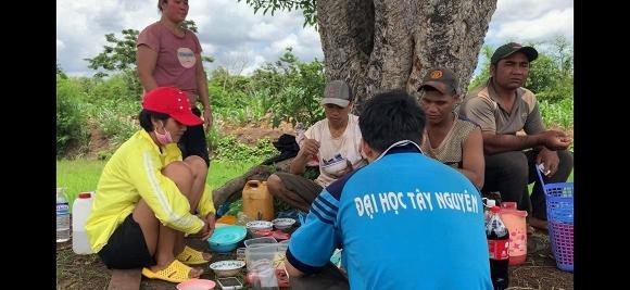 Rũ mác Hoa hậu, HHen Niê lội ruộng làm đồng, ăn cơm cá khô với biểu cảm khó đỡ nhất-4