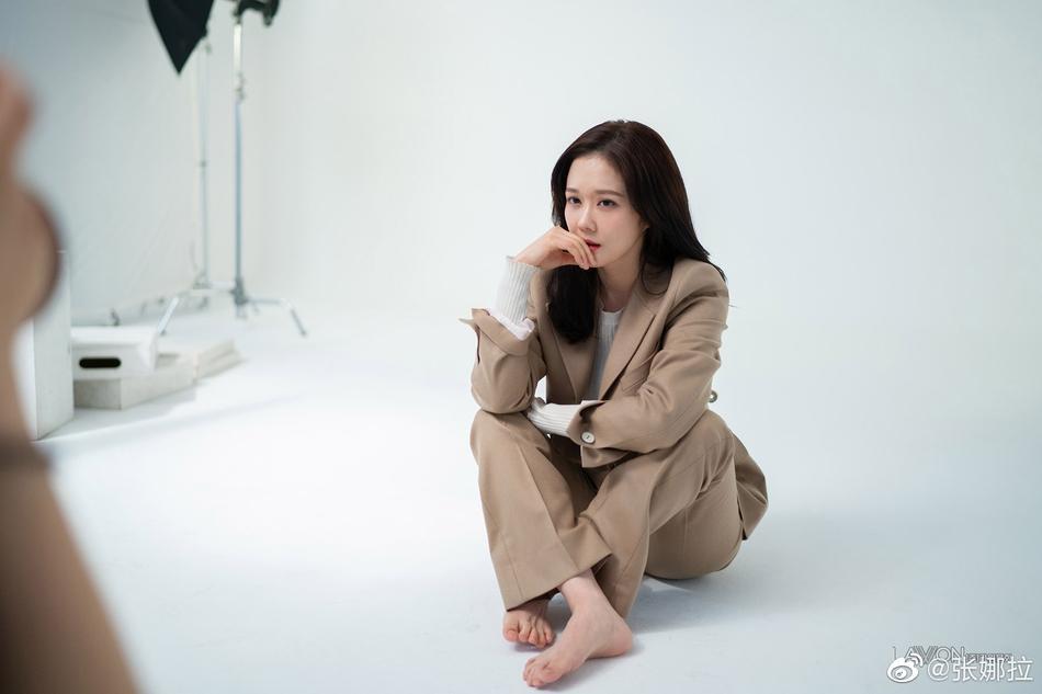 Jang Nara liên tiếp khiến fan loạn nhịp với gương mặt không chút nếp nhăn, U40 mà như gái 18-2